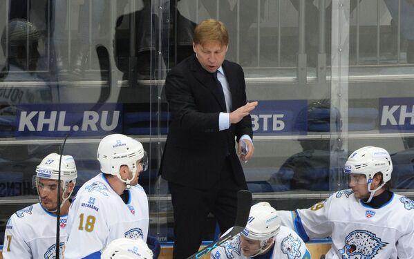 Исполняющий обязанности главного тренера Барыса Евгений Корешков
