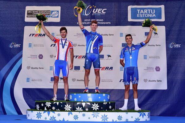 Словацкий велогонщик Эрик Башка (в центре)