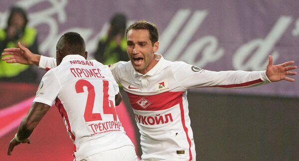 Игроки Спартака Квинси Промес (слева) и Роман Широков