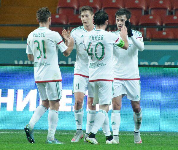 Игроки Терека Мацей Рыбусь, Далер Кузяев, Ризван Уциев и Магомед Митришев (слева направо) радуются забитому голу