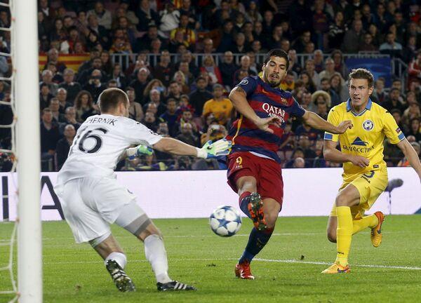 Игровой момент матча Барселона - БАТЭ