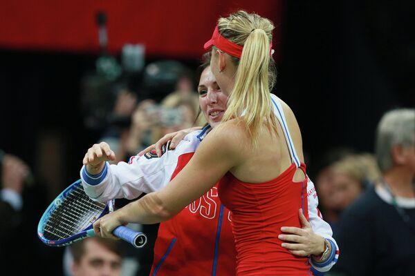 Капитан женской сборной России Анастасия Мыскина и Мария Шарапова (справа)