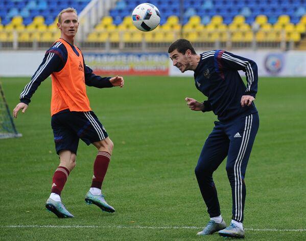 Игроки сборной команды России Владислав Игнатьев и Алексей Ионов (справа)