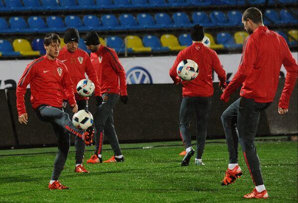 Футболисты сборной Хорватии на тренировке