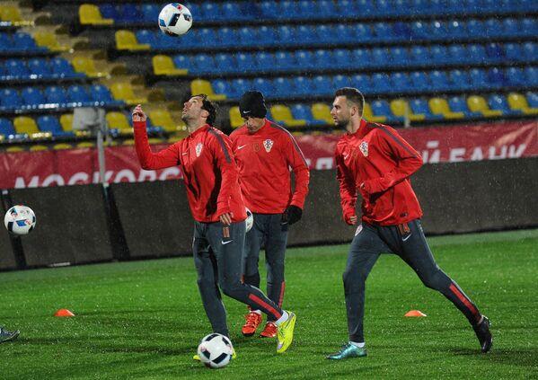 Футболисты сборной Хорватии Дарио Срна, Ивица Олич и Марсело Брозович (слева направо)