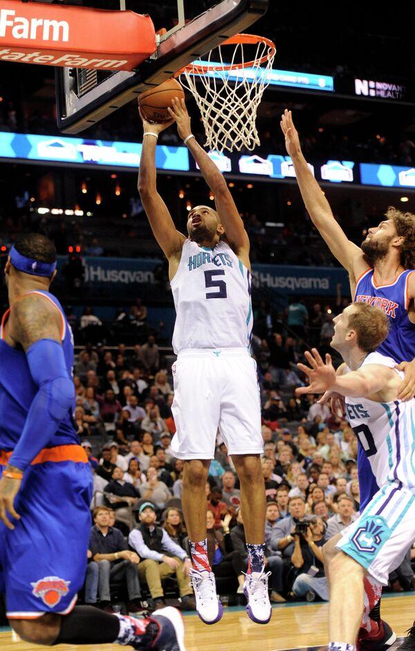 Форвард клуба НБА Шарлотт Хорнетс Николя Батюм (№5)