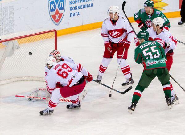 Игровой момент матча КХЛ ХК Ак Барс - ХК Спартак