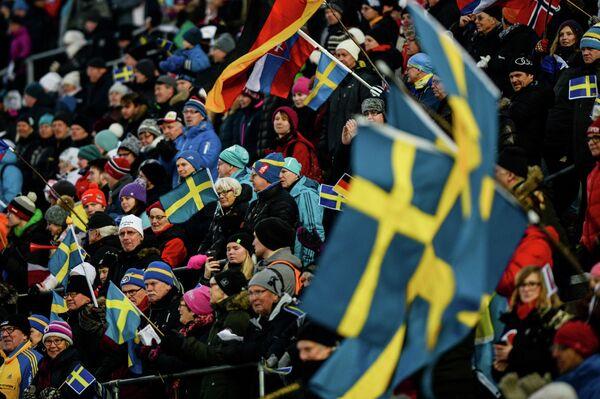Болельщики во время соревнований гонки преследования среди женщин на первом этапе Кубка мира по биатлону сезона 2015/16 в шведском Эстерсунде
