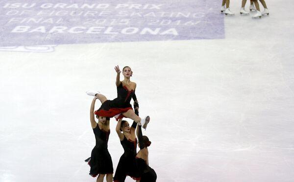 Российская команда Парадиз выступает с произвольной программой в Финале Гран-при