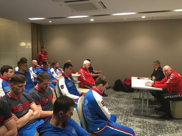 Встреча президента ФГР Сергея Шишкарева со сборной командой России по гандболу