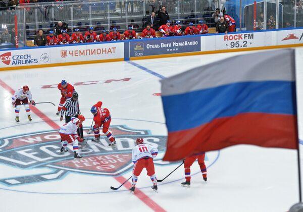 Игровой момент матча Лиги Легенд мирового хоккея между сборными России и Чехии