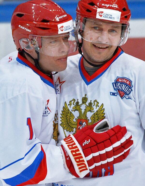 Форварды сборной России Павел Буре (слева) и Сергей Фёдоров