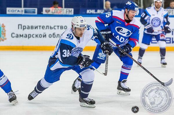 Игровой момент матча КХЛ между Ладой и минским Динамо