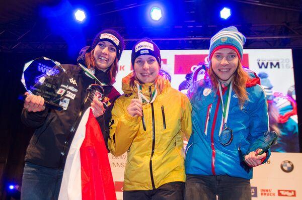 Елена Никитина, Тина Херманн и Жанин Флок (справа налево)