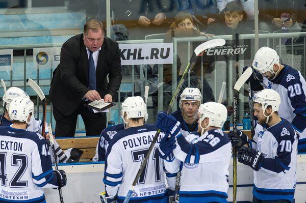 Исполняющий обязанности главного тренера Нефтехимика Евгений Попихин