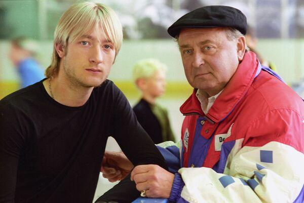 Российский фигурист Евгений Плющенко и тренер Алексей Мишин (слева направо)