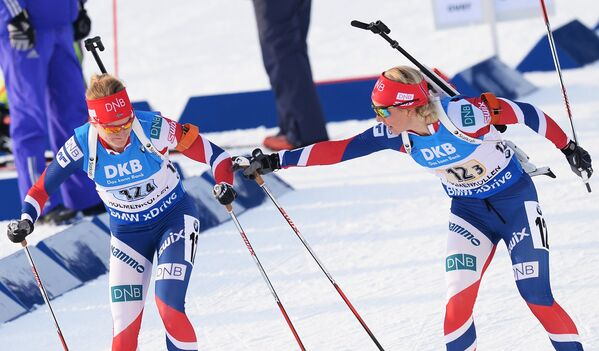 Марте Олсбу (Норвегия) и Тириль Экхофф (Норвегия) (слева направо)