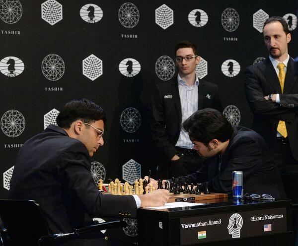 Слева направо на первом плане: гроссмейстеры Вишванатан Ананд (Индия) и Хикару Накамура (США)