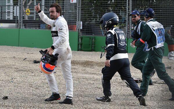 Пилот Макларена Фернандо Алонсо после инцидента на Гран-при Австралии