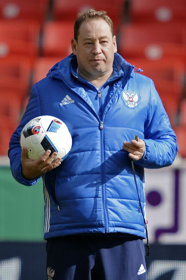 Главный тренер сборной команды России по футболу Леонид Слуцкий