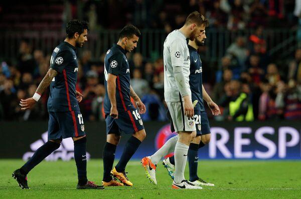 Футболисты Атлетико после поражения от Барселоны