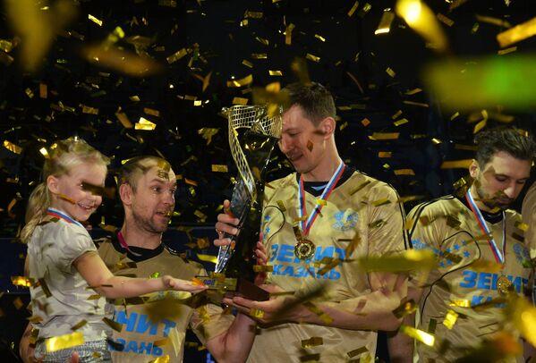 Игроки ВК Зенит-Казань Алексей Вербов и Алексей Кулешов (слева направо)