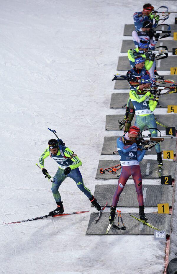 Слева: биатлонист Мартен Фуркад