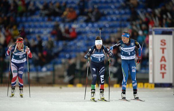 Справа налево: лыжница Кертту Нисканен (Финляндия), биатлонистка Карин Оберхофер (Италия) и биатлонистка Тириль Экхофф (Норвегия)