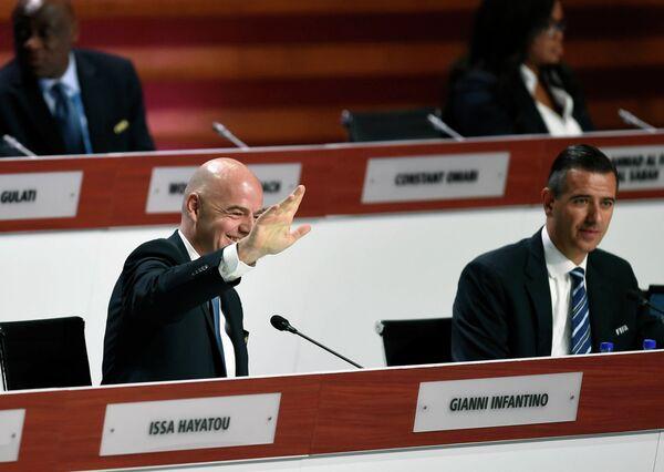 Президент ФИФА Джанни Инфантино и исполняющий обязанности генерального секретаря ФИФА Маркус Каттнер (справа)