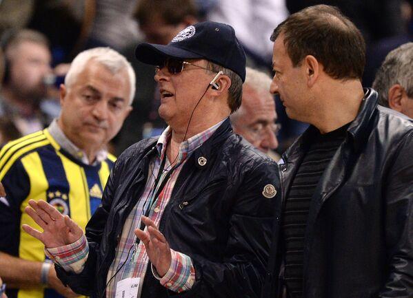 Руководитель администрации президента РФ Сергей Иванов и президент Единой Лиги ВТБ Сергей Кущенко (справа)