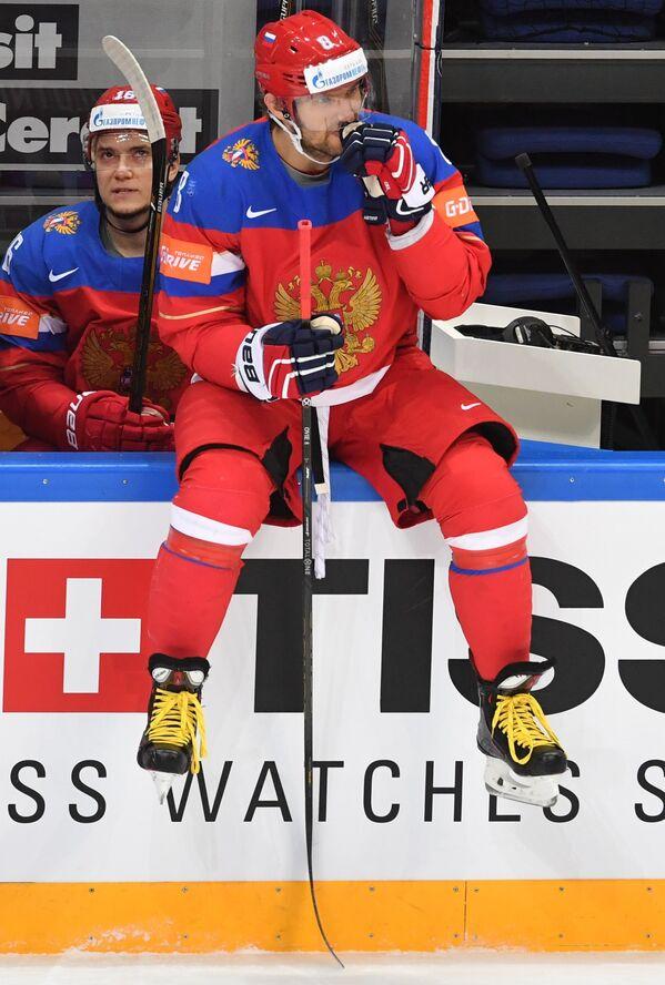 Форварды сборной России Сергей Плотников (слева) и Александр Овечкин