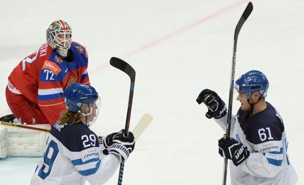 Форварды сборной Финляндии Патрик Лайне (слева) и Александр Барков