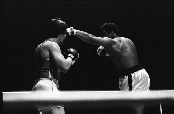 Мохаммед Али (справа) и Игорь Высоцкий (архив, 1976 год)