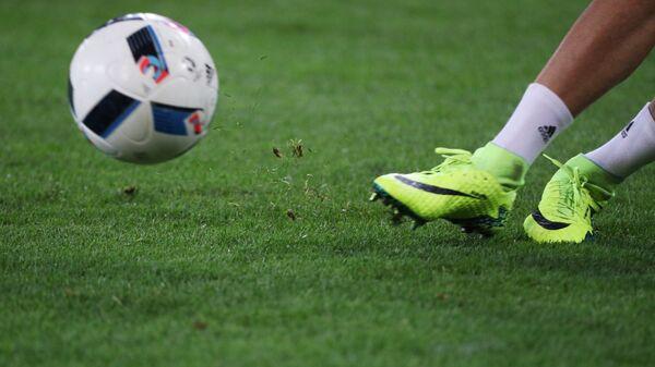 Футбольный мяч перед началом матча между сборными России и Словакии
