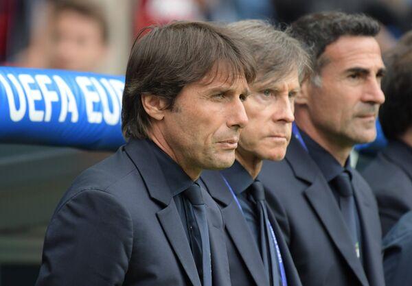 Главный тренер сборной Италии Антонио Конте (слева)